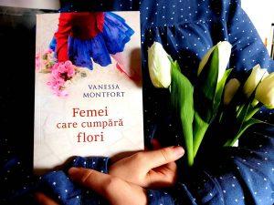 Femei care cumpără flori